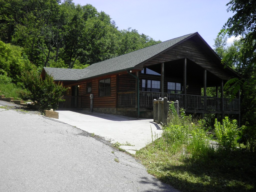 rentals cabins first pigeon large room for view cabin forge living with sale gatlinburg in